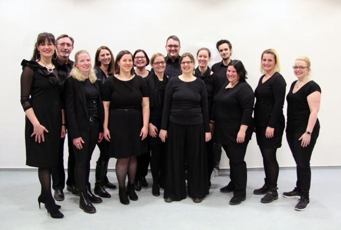 Chor vielsam mit Chorleiter Robin Lindemann